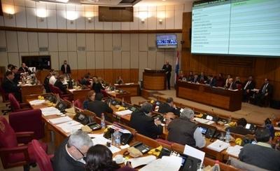 HOY / Posiciones divididas en el Senado sobre posible rechazo de terna para la Corte