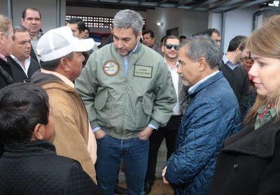 El Ministro Ramírez Candia asistió esta mañana a la entrega de viviendas a la Comunidad Indígena Sawhoyamaxa