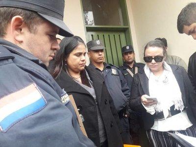Policía impide a concejalas a ingresar a la Junta Municipal