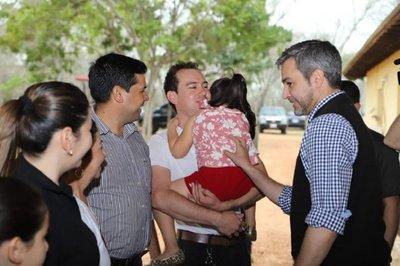 Mandatario llevó apoyo a familiares de secuestrados por grupos criminales