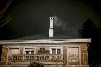 La leña para combatir el frío ahoga ciudades en el sur de Santiago