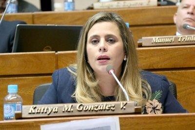 Tal como se anticipaba: Denuncian a Kattya González por tráfico de influencias
