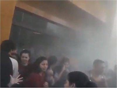 Incidentes durante protesta de estudiantes en Rectorado de la UNA