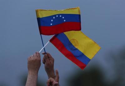 Gobierno de Venezuela deporta a 59 colombianos acusados de paramilitares