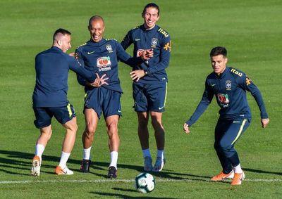 Filipe Luis y Fernandinho, en duda