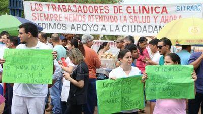 Harán huelga general en Clínicas por mayor presupuesto