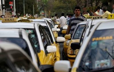 """Taxistas exigen regulación de Ubers: """"Queremos defender nuestros derechos"""""""