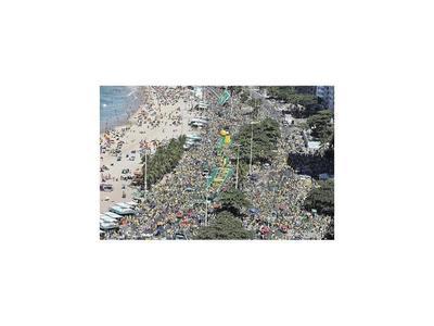Miles marchan en Brasil en apoyo al ex juez Sergio Moro