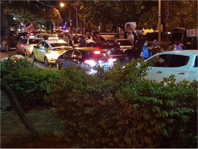 Ubers preparan denuncia ante la Fiscalía contra taxistas