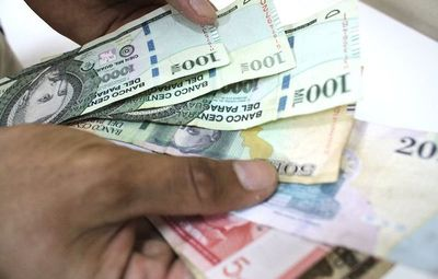 Aumento de salario mínimo es insuficiente, según centrales de trabajadores