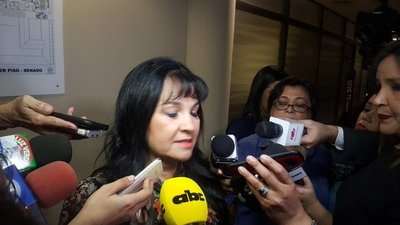 Senadora Bajac reclama espacio de la Comisión