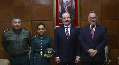 Mujer estudiará en academia militar británica