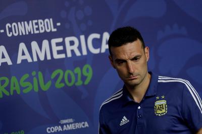 Para Scaloni, Brasil llega con ventaja al clásico ante Argentina