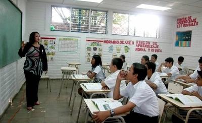 HOY / MEC no cubrirá vacancias de docentes que se jubilaron el año pasado, denuncian