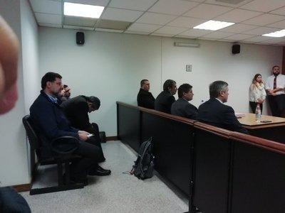 Condenan a 3 años de cárcel a ex ministro Luis Riart