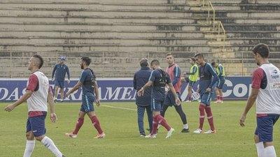 Con un golazo de Carrizo, Cerro empata con Paraná Clube