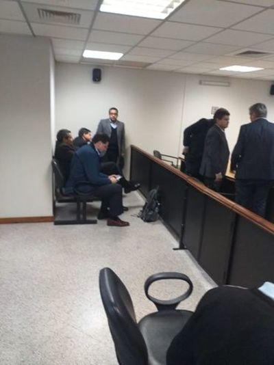 Condenan a prisión a exministro Luis Riart