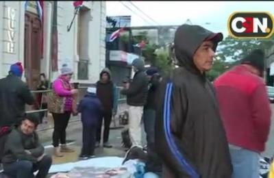 Familias de Caaguazú se manifiestan por una vivienda digna