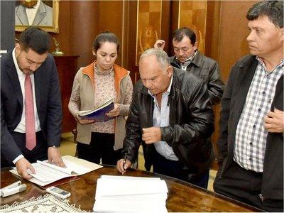 Campesinos entregaron lista con cerca de 13.000 deudas