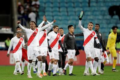 Perú golea al bicampeón y se jugará el título contra Brasil