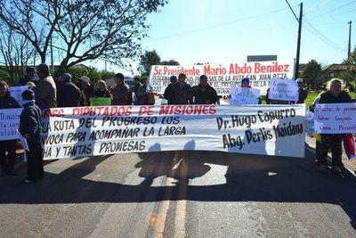 Con cierre de ruta, piden asfaltado de camino en San Juan