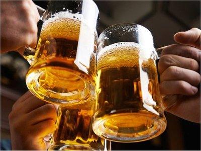 La cerveza bajó de precio por la crisis económica ¡Salud!