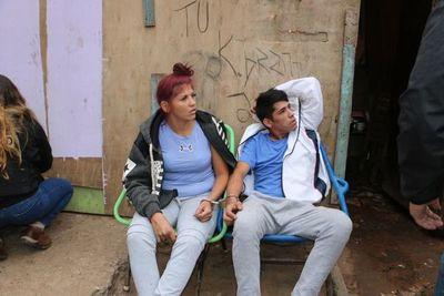 Jóvenes presuntamente vendían droga en refugios del barrio Tacumbú