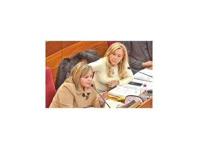 En Senado instan a Kriskovich a renunciar de CM y JEM por acoso