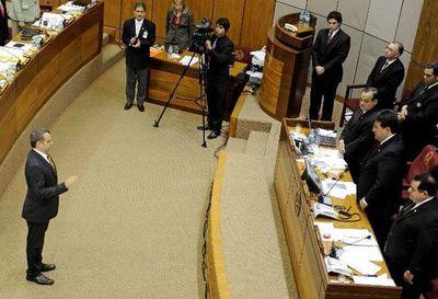 Docentes de Derecho UC defienden a Kriskovich y fustigan al Senado