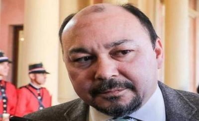 HOY / Director de Aduanas defiende sus fiestas y dice que prensa busca desestabilizar
