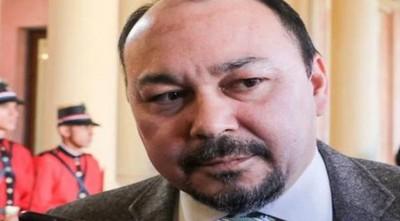 Director de Aduanas defiende sus fiestas y dice que prensa busca desestabilizar