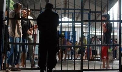 HOY / Cuaderno del PCC: US$ 20  para traslados de reos, 10.000  por drogas, prostitutas y el 'dire'