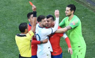 HOY / En una polémica decisión, Díaz expulsa a Messi y causa revuelo