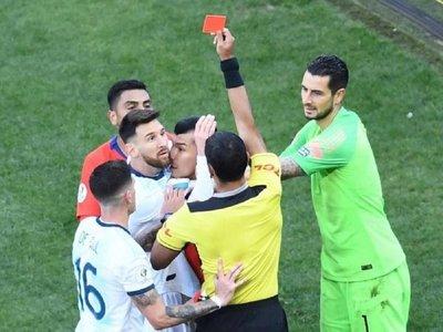 Messi se despide de Brasil 2019 sin título, expulsado y ovacionado