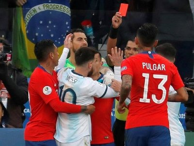 Díaz de Vivar, primer árbitro en expulsar a Messi en un juego oficial
