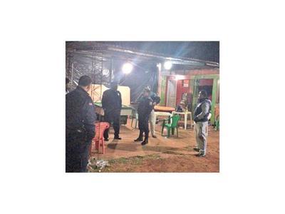 Sicarios hieren a un policía y dos civiles