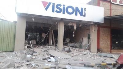 Grupo de 50 personas sitian Liberación y dinamitan un banco