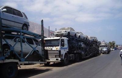 HOY / Importadores de usados cerrarán las fronteras con cientos de camiones cigueñas