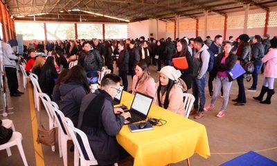 Ofrecieron 408 puestos laborales, becas y cursos de formación en Feria Municipal
