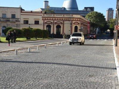 Habilitan circulación en tramo de adoquinado frente al Palacio de López