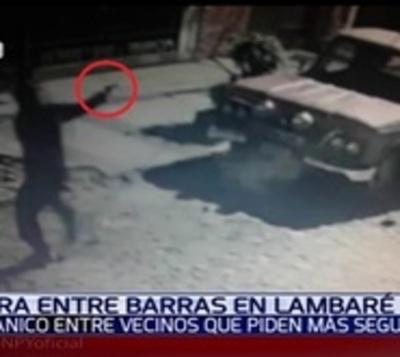 Barras bravas se enfrentan a tiros en Lambaré