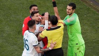 ¿Por qué fue expulsado Messi?
