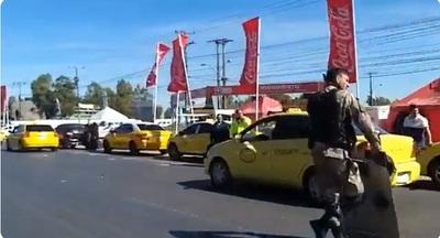Taxistas liberan ruta, pero anuncian más protestas contra MUV y Uber