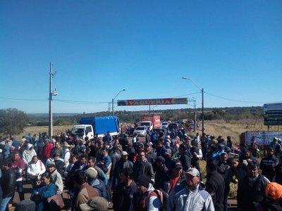 Productores de mandioca protestan en Caaguazú