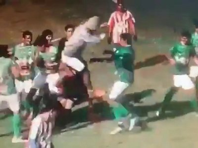 Jugador de la categoría Juvenil le dio una patada voladora a árbitro