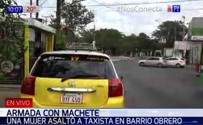Con machetillo, una asaltante roba a taxista
