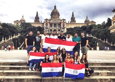 En cuatro años BECAL envió al exterior a 1.450 becarios paraguayos