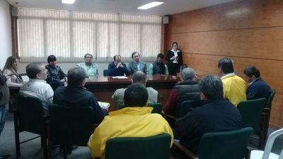 Taxistas se reúnen con concejales de Asunción sin llegar a un acuerdo con Muv y Uber