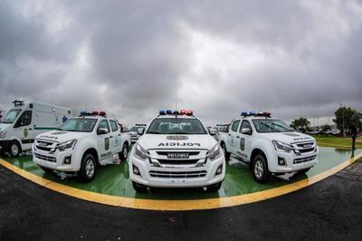 Jefe de Estado participa de entrega de patrulleras a la Policía y luego recibe al Gobernador de Mato Grosso Do Sul