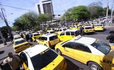 HOY / Caos en puerta: Policía no puede impedir protesta de taxistas, dice Villamayor